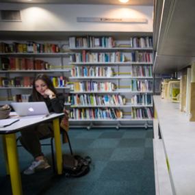 Les bibliothécaires sont disponibles pour vous assister dans vos recherches