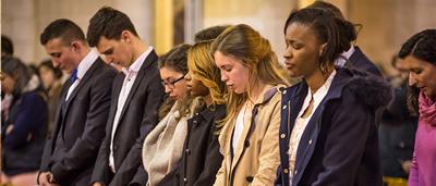 De nombreux étudiants de l'ICES recoivent un sacrement chaque année, l'équipe de l'aumonerie les accompagne dans leur vie spirituelle