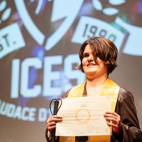 L'ICES adapte le parcours des étudiants en situation de handicap via des aménagements et des aides humaines, techniques