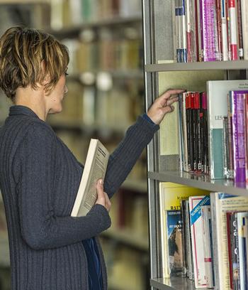Le prêt de livres de la BU de l'ICES est ouvert aux étudiants et aux personnes extérieures