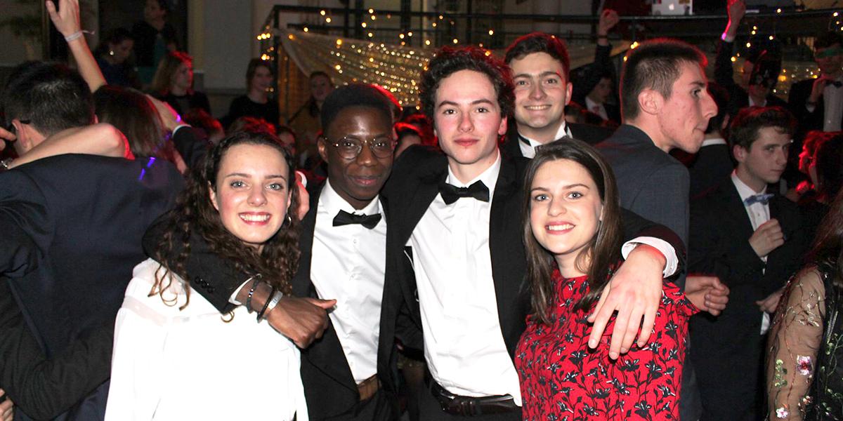 Le BDE organise à l'ICES de nombreuses fêtes et galas au cours de l'année