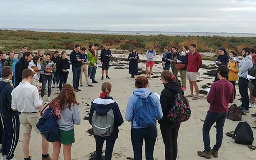 Prières sur la plage avec l'association de l'ICES : ICHTUS