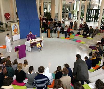 Messe de rentrée à l'ICES célébrée dans l'Agora